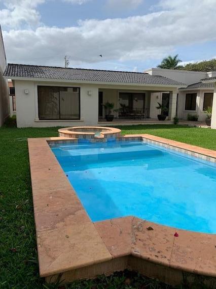 Casa En Venta En Mérida Excelente Ubicación!!! Terreno 1050m2 (amueblada $11´000,000.00) Mantenimiento Al 100