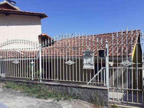 Imagem 1 de 11 de Casa Triplex  - Santa Rosa  Sala 3 Dormitórios  Com Varanda E Area De Lazer Vista Deslumbrante. Para Cidade E Para A Baia De Guanabara. 790 Mil. - Ca21290