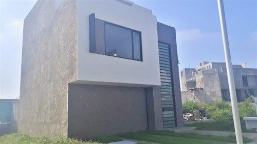 Casa En Venta, Fraccionamiento Valle Del Sol En Pitahayas. Pachuca
