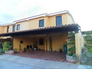 Townhouse En Los Tamarindos San Diego Carabobo 19-11488 Yala