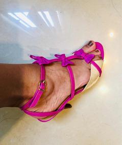 Sandália Com Detalhes Em Rosa