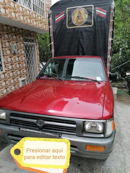 Toyota Hilux Camioneta De Estacas