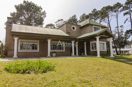 Casa En La Arbolada, Punta Del Este- Ref: 3074