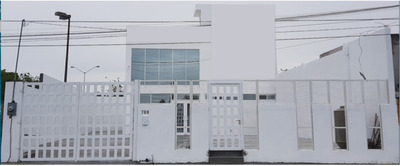 Edificio Con Gran Espacio Para Cualquier Negocio