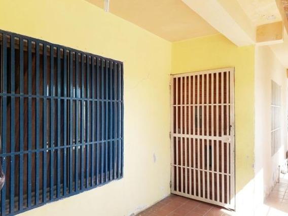 Casa En Venta Ubicada Centro De Coro Cod-19-17508