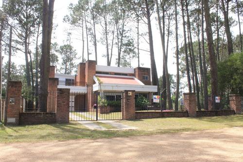 Casa En Balneario Piriapolis, Maldonado. Cerca De La Playa