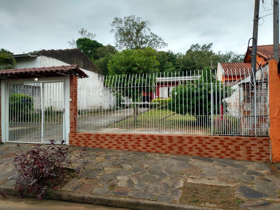 Casa Com Terreno De 300 M² Bem Localizada - V-136