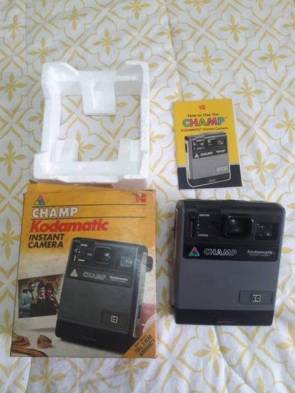 Máquina Polaroid Kodak Champ Kodamatic Antiga Na Caixa