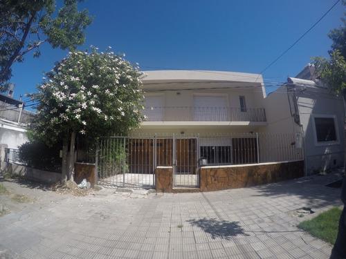 Excelente Casa De Altos Con Doble Garage