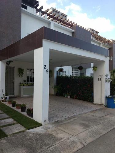 Casa En Residencial Los Olivos- Playa Del Carmen