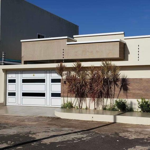 Casa Nova, 2 Suítes, Móveis Planejados E Área Gourmet.