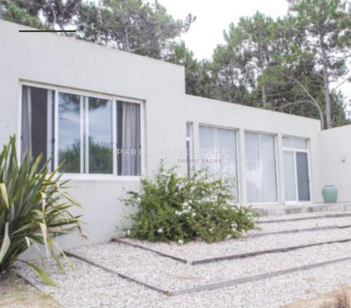Casa De 3 Dormitorios En Manantiales- Ref: 3216
