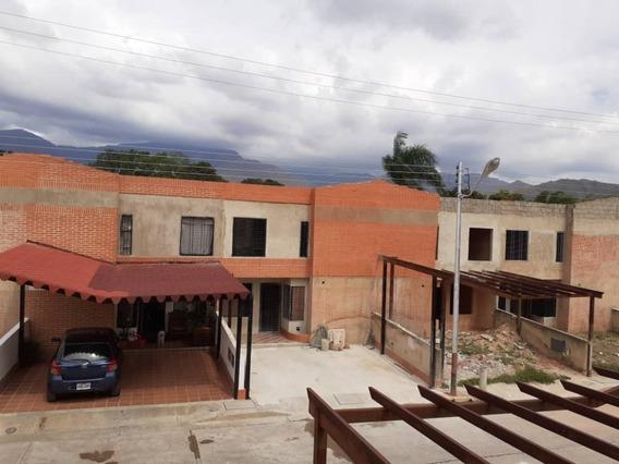 Thown House En La Cumaca