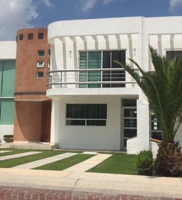 Casa En Renta . Cumbres Del Lago, Juriquilla.. Rcr190205a-lr
