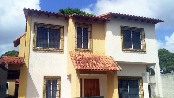 Townhouses En Venta Urb. Juanico Emg