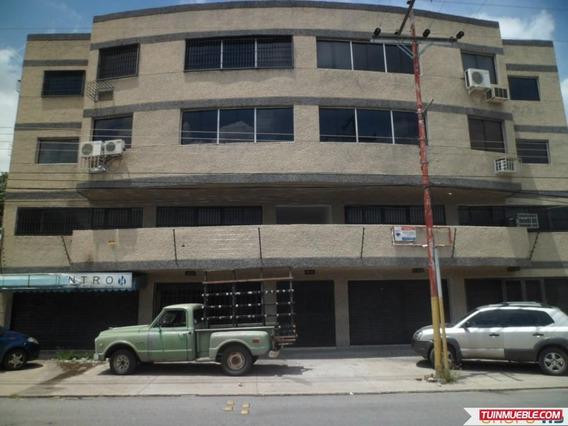 Local Comercial En La Avenida Principal De Coropo.