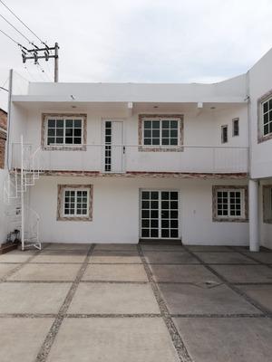 Casa Con 5 Recamaras 3 Baños Completos Y 5 Estacionamientos
