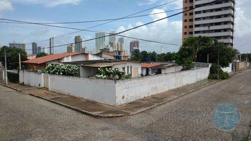 Imagem 1 de 8 de (9743) Terreno Em Ponta Negra, Em Regiao Bastante Comercial Do Bairro - V-9743