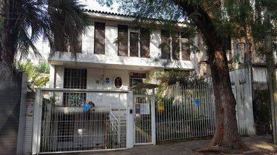 Casa Comercial Em Petrópolis, R$ 900,00 + Taxas Por 12 Meses