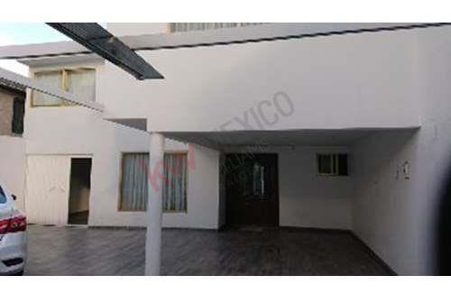 Av. Las Torres, Cerca De Ciudad Universitaria, Amplia Con Un Departamento Incluido Independiente.