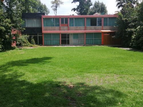 Hermosa Casa Con Jardín Para Actualizar