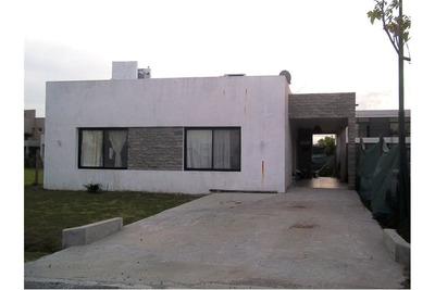 Casa En Barrio Privado Laguna Azul Spegazzini