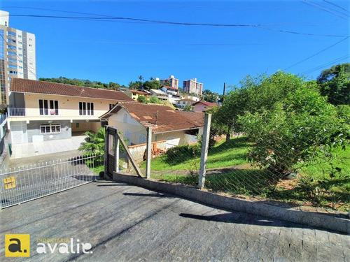 Casa Com  Amplo Terreno Comercial Ou Resiencial, Zoneamento Cs2 Zr2,  Ideal Para Construçâo De Prédio Até 9 Andares. Venha Conhecer !!!!!! - 6003036v