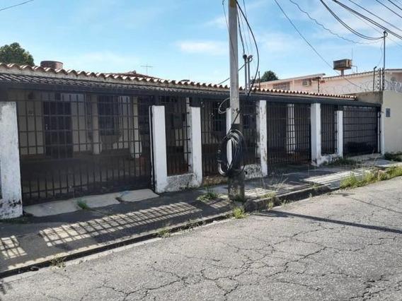 Casa En Venta Urb. Andrés Bello, Maracay 20-6133 Hcc