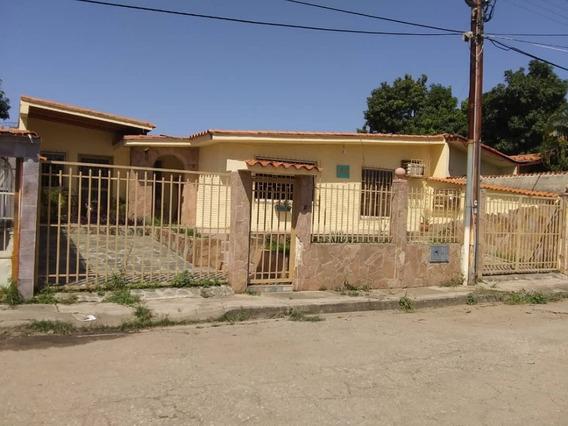 Se Vende Hermosa Casa En Paraparal, Urb Mi Refugio.