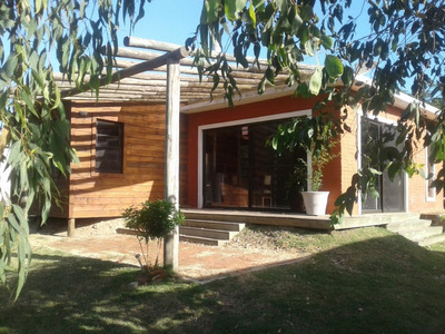 Casa Próxima Al Centro De La Barra-zona Tranquila Y Segura.
