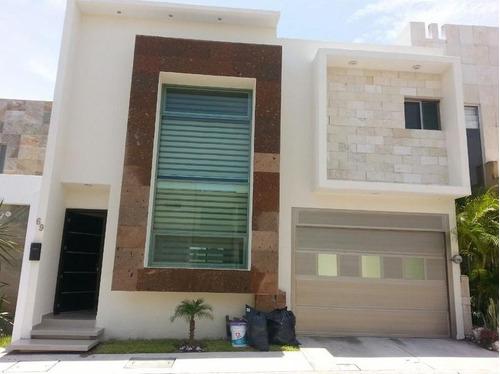 Imagen 1 de 14 de Lomas Residencial, Casa En Renta De 3 Recámaras Y Con Jardín