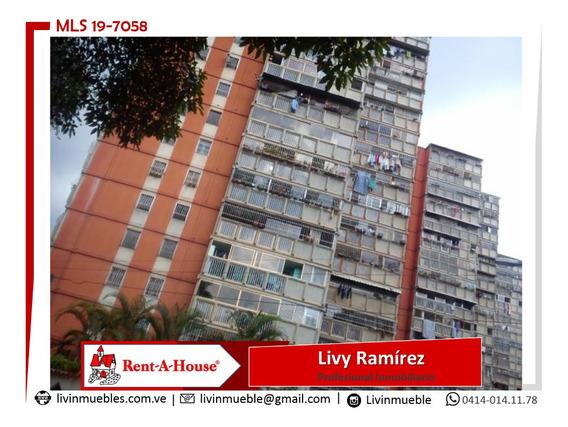 Apartamentos En Venta. Clnas. De Carrizal Mls 19-7058