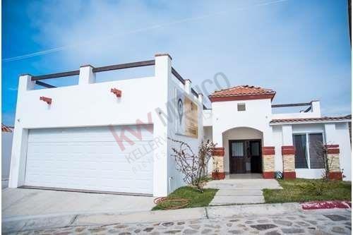 Casa En Venta Cerca De La Playa Con Vista Al Mar En Plaza Del Mar (seccion Club), Playas De Rosarito. Residencial Privado