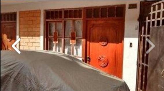 Casa De 02 Pisos, Sala Comedor 03 Dormitorios 02 Baños Patio
