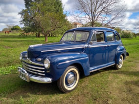 Ford 1946 Deluxe.