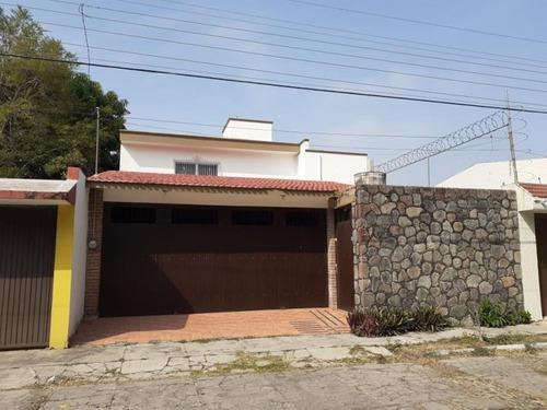 Casa Uso De Suelo En Renta Frente Al Tec De Monterrey , Ideal Para Escuela, Oficinas,etc.