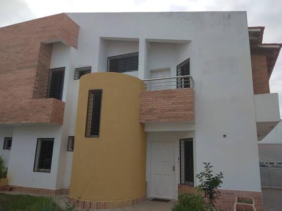 Darymar Reveron 04145439979 Town House Bahia Azul Pto Cabell