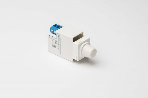 Imagen 1 de 1 de Regulador Tecnova 800w Modelo Tipo Línea 2000 - Square Slim