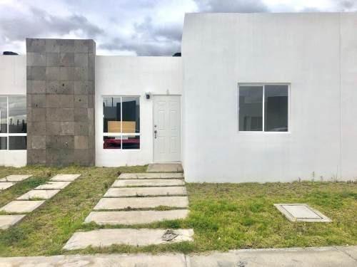 Casa Sola En Venta Casa Con Amplio Patio,, 2 Rec, Privada En Matilde