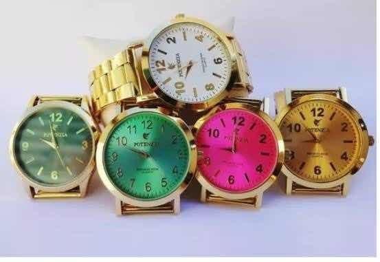Kit De 5 Relógios Variados Na Caixa E Com Pulseira