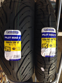 Combo Pilot Road 4 120/70-17 E 190/55-17 Michelin