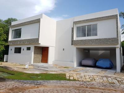Hermosa Residencia Equipada Con Paneles Solares En El Ycc En Venta