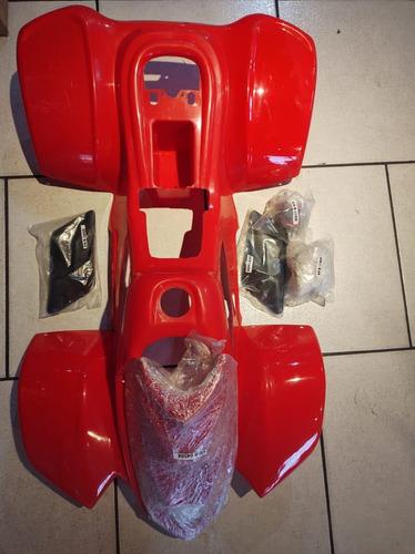 Imagem 1 de 7 de Kit Plasticos Quad 90 Cc 7 Peças  Kit Moto Branca