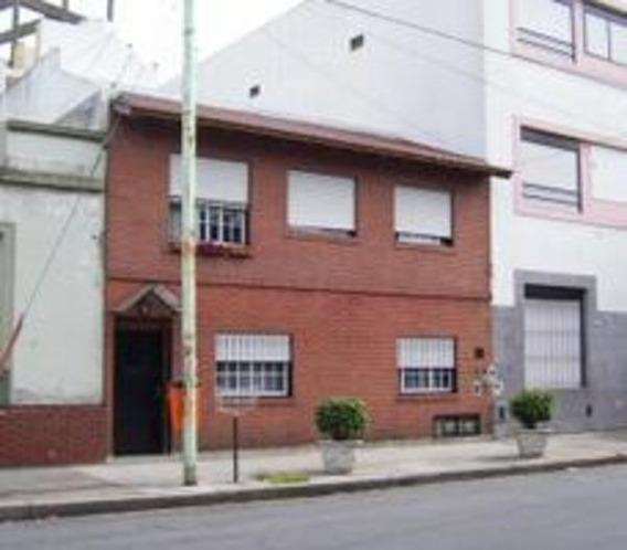 Tipo Casa 3 Amb. C/terraza Propia Moron Al 4900