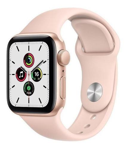 Imagem 1 de 9 de Apple Watch SE (GPS, 40mm) - Caixa de alumínio dourada - Pulseira esportiva Rosa-areia