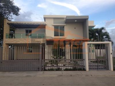 Lujosa Casa De Venta En Proyecto Cerrado En Santiago Rec-136
