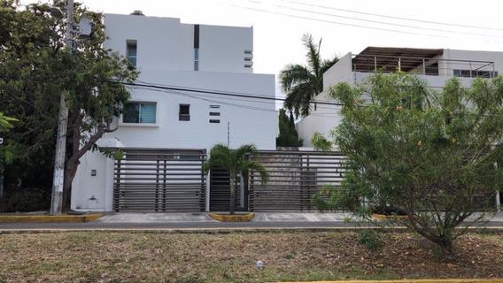 Casa 4 Recamaras, Alberca, Cuarto De Servicio, Playroom