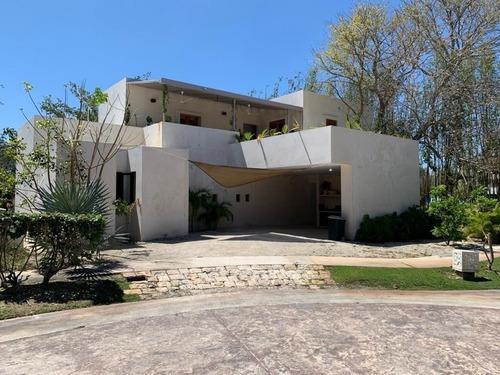 Hermosa Casa En El Mejor Lugar De Mérida: Yucatán Country Cl