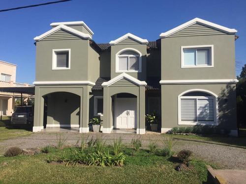 Imagen 1 de 28 de Hermosa Casa De 4 Ambientes En Campo Grande! Con Renta