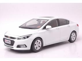 Chevrolet Cruze Sedan 2015 Branco 1:18 Paudi 1090049